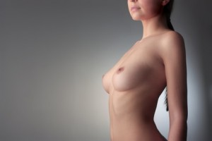 Eine Brustverkleinerung kann Rückenbeschwerden vermeiden helfen